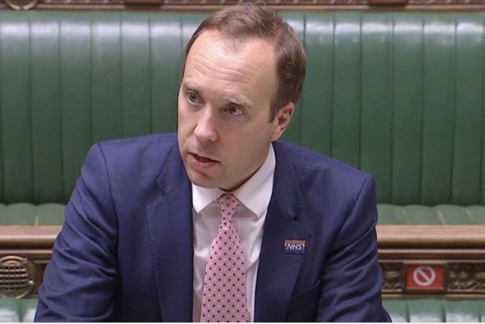 يواجه وزير الصحة إجراءً بعد وصول المحتالين إلى تفاصيل عملاء الحانات والمطاعم باستخدام الاختبار والتتبع ( Sky News)