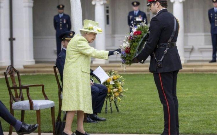 أشادت الملكة بـ مهارة وتضحية سلاح الجو الملكي البريطاني